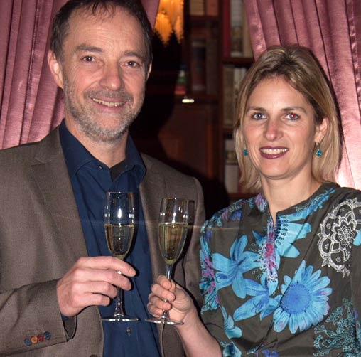 Jasmin & Peter bei einem Glas Sekt