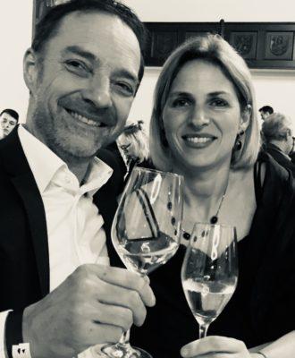 Jasmin & Peter bei einem Glas Wein